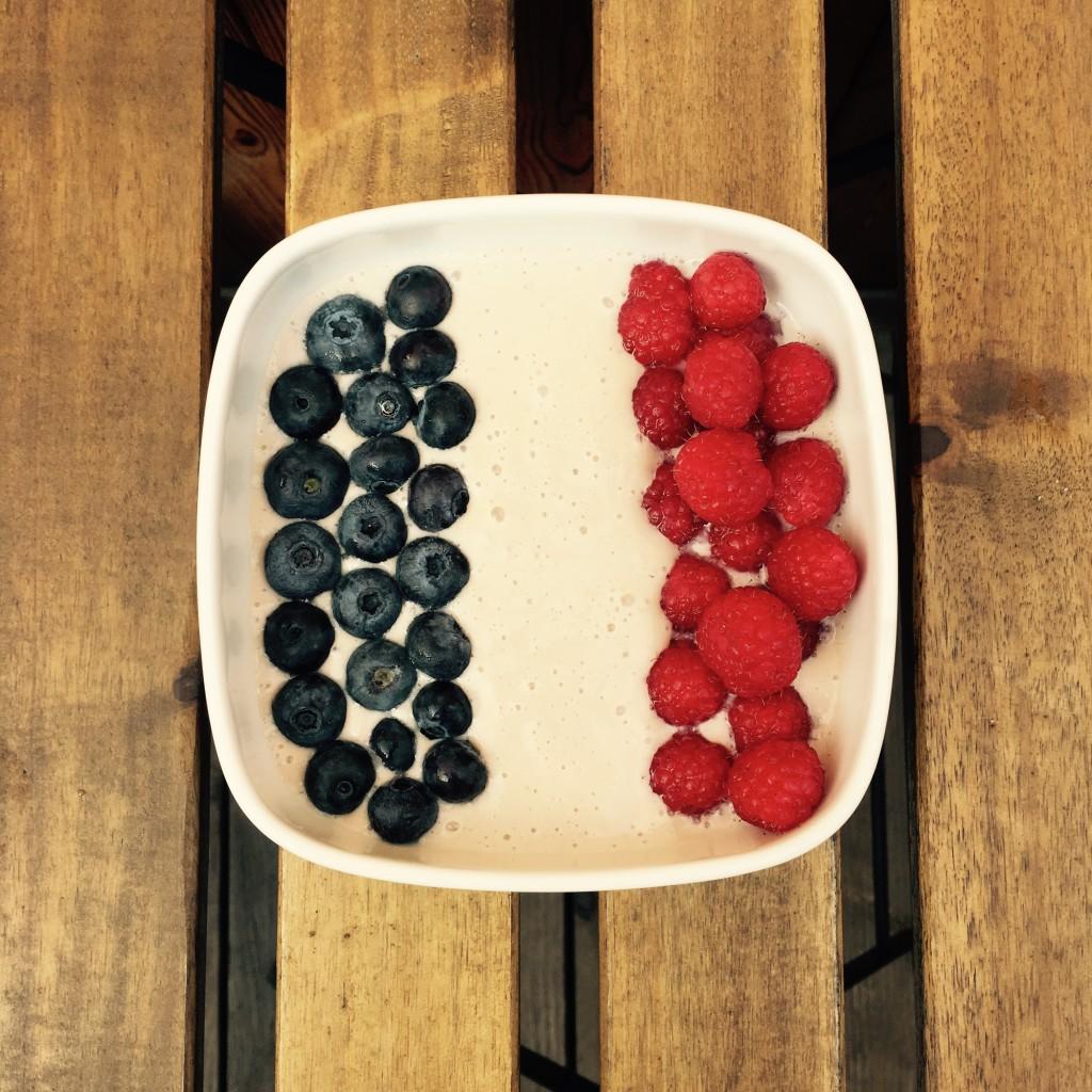 Blueberry-Raspberry-Smoothie-Bowl